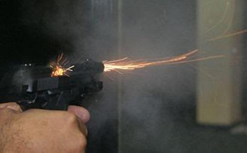 400px-Pistola380Atirando1